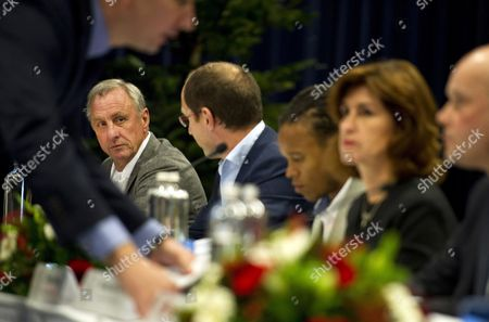 Former Dutch Soccer Player Johan Cruyff (far L) Sits Next to Members of the Supervisory Board (l-r) Paul Romer Edgar Davids Marjan Olfers and Steven Ten Have During the Shareholders Meeting of Dutch Soccer Club Ajax in Amsterdam Netherlands 12 December 2011 the Shareholders of Ajax Have to Comment on the Appointment of Ceo Louis Van Gaal and Interim Director Martin Sturkenboom Netherlands Amsterdam