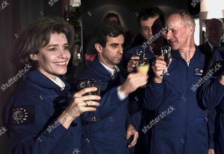 Nl04 - 20001220 - Noordwijk Netherlands : French Astronauts Claudie Andre-deshays Leopold Eyharts and Their Swiss Colleague Claude Nicollier (right) Raise Their Glasses at the Noordwijk Space Expo on Wednesday 20 December 2000 14 European Astronauts Gathered in Noordwijk to Collect Informations About the International Space Station (iss) Epa Photo Anp/robert Vos Netherlands Noordwijk