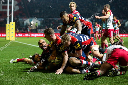 Tom Varndell of Bristol Rugby scores a try to become the all time leading Premiership Rugby Tryscorer, 1 ahead of Mark Cueto