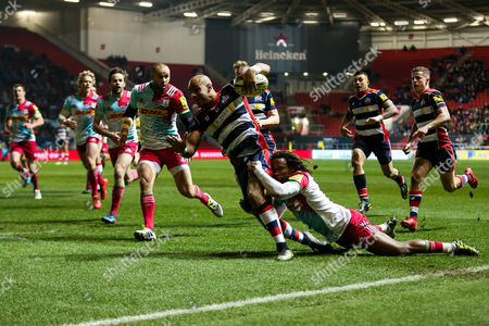 Tom Varndell of Bristol Rugby gets through Marland Yarde of Harlequins and scores a try to become the all time leading Premiership Rugby Tryscorer, 1 ahead of Mark Cueto
