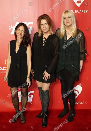 Susanna Hoffs, Vicki Peterson and Debbi Peterson