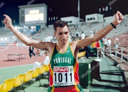 Budapest Hungary - Antonio Pinto of Portugal Raises His Arms in Victory After Winning the 10 000 Meters Final at the European Championships in Athletics in Budapest^s Nepstadium 18 August 1998 Pinto Clocked 27:48 62 Minutes Epa-photo/epa/janek Skarzynski/bo/fob/ow Hungary Budapest