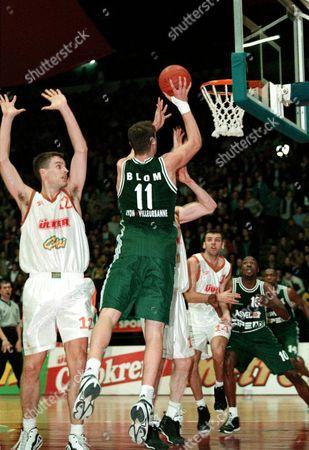 Istanbul Turkey: Joakim Blom (no 11) of Asvel Villeurbanne Shoots One For the Basket As Kevin Rankin (left) of Ulker Istanbul Tries to Block the Shot During Their Euroleague Match in Istanbul 11 February 1999 Epa-photo/epa/kerim Okten/str /srw/gh/ow Turkey Istanbul