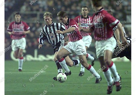 Newcastle United Kingdom Psv Eindhoven Striker Luc Nilis (c) Makes an Attack on Goal Closely Watched by Newcastle Defender Warren Barton (c-l) During Thewir Late 05 November 1997 Champions League Match at St James Park Epa-photo/epa/gerry Penny/gp/mda/ow United Kingdom Newcastle