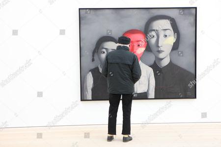 'A Big Family 1995' by Zhang Xiaogang
