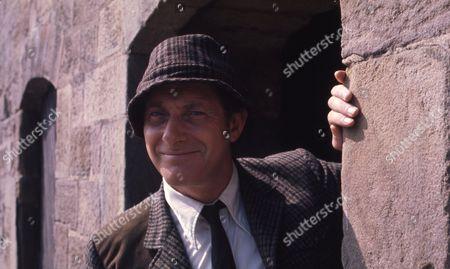 Victor Winding (as Benjamin Sweet)