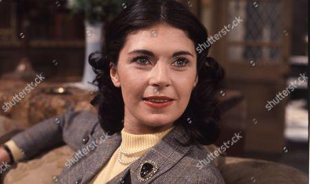 Joanna Marie Jones (as Elizabeth Flaxton)