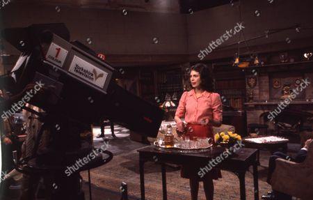 Behind the scenes filming Joanna Marie Jones (as Elizabeth Flaxton)