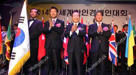 Seven Koh (2nd R) Chairman of the World Federation of Overseas Korean Traders Association (okta) Park Jung-chan (r) President and Ceo of Yonhap News Agency and Seoul Mayor Oh Se-hoon (2nd L) During a Ceremony to Open the 14th World-okta Convention a Gathering of About 800 Korean Business Leaders Worldwide in Seoul 21 October 2009 at the Event Organized by Okta Yonhap and the Seoul Metropolitan Government the Leaders Are Expected to Discuss Their Views on Ensuring a Sustainable Recovery of the South Korean Economy Korea, Republic of Seoul