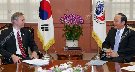 South Korean Foreign Minister Song Min-soon Meets with Visiting Swedish Trade Minister Sten Tolgfors at His Office in Seoul 13 June 2007 Korea, Republic of Seoul