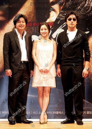 The Main Cast Members of New Thriller 'Tracer' (l-r) Kim Yoon-seok Suh Young-hee and Ha Jung-woo Pose During a News Conference in Seoul South Korea 14 January 2008 the Movie is Directed by Na Hong-jin Korea, Republic of Seoul