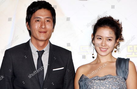 A Picture Made Available 15 October 2006 Shows South Korean Actress Sohn Ye-jin (r) and Actor Kim Joo-hyuk who Star in Director Jung Yoon-soo's Movie 'My Wife Got Married ' Posing For a Photo During a Publicity Event at Cgv Theater in Seoul South Korea 14 October 2008 the Movie Will Be Released in South Korea on 23 October Korea, Republic of Seoul