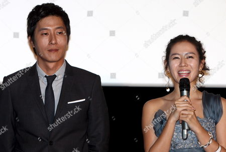 South Korean Actress Sohn Ye-jin (r) and Actor Kim Joo-hyuk who Star in Director Jung Yoon-soo's Movie 'My Wife Got Married ' Greet Reporters During a Publicity Event at Cgv Theater in Seoul South Korea 14 October 2008 the Movie Will Be Released in South Korea on 23 October 2008 Korea, Republic of Seoul