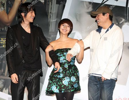 The Stars of the New Movie 'Heartbreak Library' Lee Dong-wook (l) and Yoo Jin (c) Along with Director Kim Jung-kwon (r) Pose For a Photo During a Publicity Event at Cgv Theater in Seoul South Korea 30 September 2008 the Movie Will Be Released in South Korea on Oct 23 Korea, Republic of Seoul