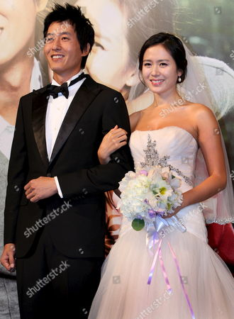 South Korean Actress Sohn Ye-jin (r) and Actor Kim Joo-hyuk who Star in Director Jung Yoon-soo's Movie 'My Wife Got Married ' Pose During a Publicity Event at Seoul Plaza Hotel South Korea 23 September 2008 the Movie Will Be Released in South Korea on 23 October 2008 Korea, Republic of Seoul