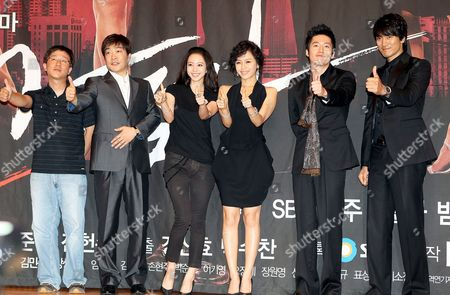 The Stars of New Drama 'Tazza (the War of Flowers)' -- Sohn Hyun-ju Han Ye-seul Kang Sung-yeon Jang Hyuk and Kim Min-jun (2nd From L to R) -- Along with Director Kang Sin-hyo (l) Pose For a Photo During a Publicity Event at Broadcaster Sbs's Main Complex in Seoul South Korea 08 September 2008 the Drama Will Be Aired by Sbs Starting 16 September Korea, Republic of Seoul
