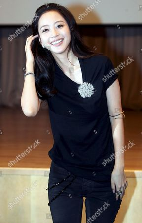 South Korean Actress Han Ye-seul Poses For a Photo During a Publicity Event For the New Drama 'Tazza' Or 'The War of Flowers' at Broadcaster Sbs's Main Complex in Seoul South Korea 08 September 2008 the Drama Will Be Aired by Sbs Starting 16 September Korea, Republic of Seoul