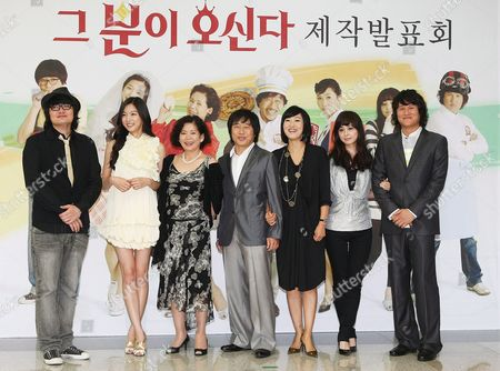 Cast Members of the New Sitcom 'He is Coming' -- (l to R) South Korean Singer Jung Jae-yong and South Korean Actors Ha Yeon-ju Yoon So-jung Lee Moon-sik Jung Kyung-soon Seo Young-hee and Kang Sung-jin -- Pose For Photogrpahers During a Publicity Event at the Mbc Drama Center in Ilsan West of Seoul South Korea 25 September 2008 the Sitcom Will Be Aired by the Mbc Tv Network Starting 06 October 2008 Korea, Republic of Seoul