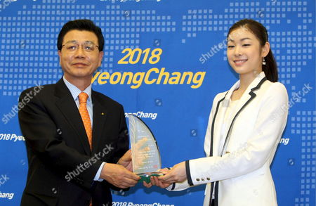 South Korean Skater Kim Yu-na (r) Poses For a Photo with Gangwon Governor Kim Jin-sun in Seoul 28 April 2009 After Receiving a Plaque From Kim Designating Her a Publicity Envoy For Pyeongchang's Bid to Host the 2018 Winter Olympic Games the City is Located in the Northeastern Province of Gangwon Korea, Republic of Seoul