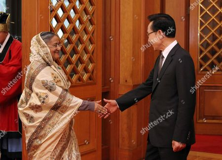 South Korean President Lee Myung-bak (r) Shakes Hands with Bangladeshi Prime Minister Sheikh Hasina Wazed (l) at Presidential House in Seoul South Korea 18 May 2010 Bangladeshi Prime Minister Sheikh Hasina Wazed Arrived in Seoul For a Three-day Offcial Visit Korea, Republic of Seoul