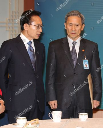 President Lee Myung-bak (l) Talks with Defense Minister Kim Kwan-jin at the Presidential Office Cheong Wa Dae Seoul South Korea on 21 December 2010 Kim Led a Live-fire Drill Near the Western Maritime Border with North Korea the Previous Day Korea, Republic of