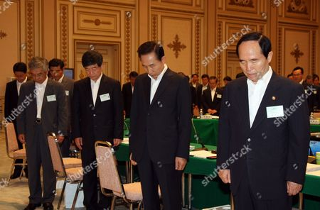 South Korean President Lee Myung-bak (2-r) Along with Other Senior Government Officials Stands in Silent Tribute to Former President Kim Dae-jung at the Presidential Office Cheong Wa Dae on 19 Aug 2009 Kim Died at the Age of 85 on 18 August 2009 After Fighting a Long Battle with Pneumonia Korea, Republic of Seoul