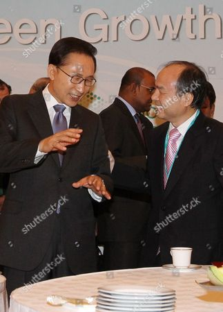 South Korean President Lee Myung-bak (l) Talks with Masayoshi Son (r) Chairman of Japan's Softbank Corp During the Opening Ceremony For the Inaugural Global Green Growth Summit 2011 at a Seoul South Korea Hotel on 20 June 2011 the Two-day Meeting was Jointly Organized by the South Korean Government and the Organization For Economic Cooperation and Development (oecd) Bringing 91 Representatives From 25 Countries and Major International Organizations Including Oecd Secretary General Angel Gurria and Danish Climate and Energy Minister Lykke Friis Korea, Republic of Seoul