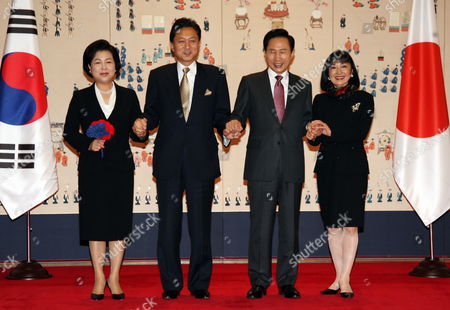 Outh Korean President Lee Myung-bak (2nd From R) and His Wife Kim Yoon-ok (l) Hold Hands with Japanese Prime Minister Yukio Hatoyama (2nd From L) and His Wife Miyuki Hatoyama (r) at the Presidential Office Cheong Wa Dae on 09 October 2009 Lee Will Hold Summit Talks with Hatoyama on Bilateral Relations the Political Situation Surrounding the Korean Peninsula and Cooperation on the International Stage Korea, Republic of Seoul