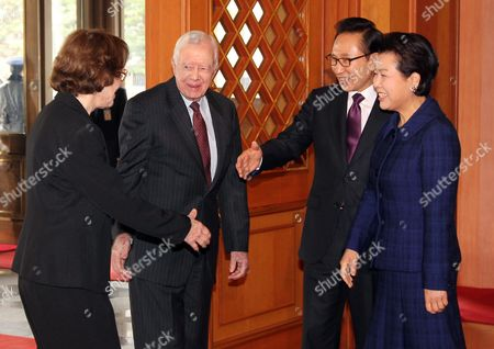 South Korean President Lee Myung-bak (2-r) and First Lady Kim Yoon-ok (r) Welcome Visiting Former Us President Jimmy Carter (2-l) and His Wife Rosalynn (l) at the Presidential Office Cheong Wa Dae in Seoul South Korea on 23 March 2010 Carter is in Korea to Receive an Honorary Doctorate From a Local University Korea, Republic of Seoul