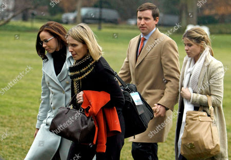 (L-R) Barbara Bush, personal aide to the first lady Lindsey Knutson, Henry Hager and Jenna Bush walk across the South Lawn
