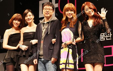 The Stars of the Movie 'My Black Mini Dress' -- Yoo Eun-hye Cha Ye-ryun Park Han-byul and Yoo In-na (l to R) -- Along with Director Hur In-moo (c) Pose For a Photo During a Publicity Event in Seoul South Korea on 28 February 2011 the Movie Which Depicts the Real Stories of Four Women in Their 20s Will Be Released in South Korea on March 24 Korea, Republic of Seoul