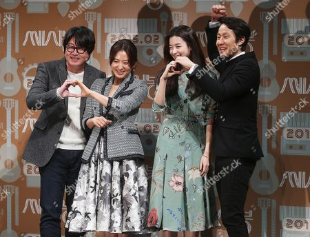 (l-r) Cast Members Kim Yoon-suk Kim Hee-ae Han Hyo-joo and Jung Woo Pose For Photographs As They Attend the Presentation of 'C'est Si Bon' (lit : It's So Good) in Seoul South Korea 06 January 2015 Korea, Republic of Seoul