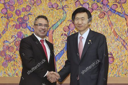 A Picture Made Available on 21 June 2016 South Korean Foreign Minister Yun Byung-se (r) and His Counterpart From East Timor Hernani Coelho Da Silva Shaking Hands Before Their Talks in Seoul South Korea 20 June 2016 the Two Countries Co-hosted an Annual Meeting of the Global Network of R2p (responsibility to Protect) Focal Points Which Addresses Crimes Against Humanity Korea, Republic of Seoul