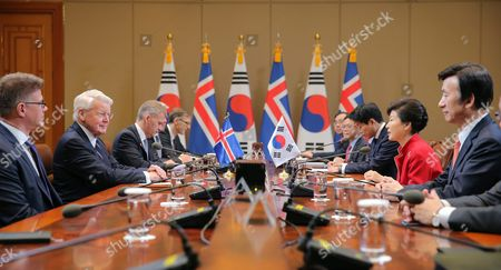 South Korean President Park Geun-hye (2-r) and Icelandic President Olafur Ragnar Grimsson (2-l) Hold Talks at the Presidential Office Cheong Wa Dae in Seoul South Korea 09 November 2015 Korea, Republic of Seoul