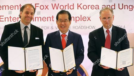 Hong Joon-pyo (c) Governor of South Gyeongsang Province with Jeffrey Godsick (l) President of Twentieth Century Fox Consumer Products and Tim Fisher (r) Ceo of Village Roadshow Theme Parks Attends a Ceremony in Seoul South Korea 16 July 2014 For the Signing of a Memorandum of Understanding to Build a Theme Park in Changwon City South Gyeongsang Province by the End of 2018 the 20th Century Fox Will Invest 3 5 Billion Usd to Build the Complex Including a Six-star Hotel Water Park Theme Park Cinema Premium Outlet Golf Course Condominium and Casino Korea, Republic of Seoul
