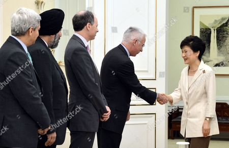 South Korean President Park Geun-hye (r) Meets with Peter Sands (2-r) the Group Ceo of Standard Chartered Plc at the Presidential Office Cheong Wa Dae in Seoul South Korea 02 July 2014 to Discuss the Launch of a Won-yuan Direct Trading Market Possibly by the End of the Year Korea, Republic of Seoul