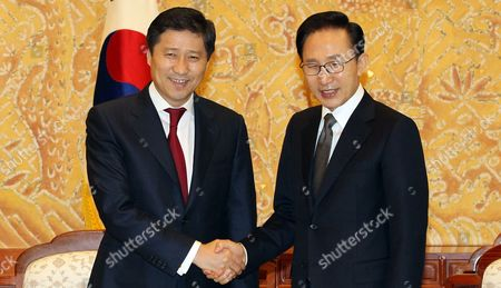 South Korean President Lee Myung-bak (r) Poses with Visiting Mongolian Prime Minister Sukhbaataryn Batbold at the Presidential Office Cheong Wa Dae in Seoul South Korea on 25 March 2011 Korea, Republic of Seoul