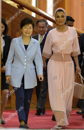 South Korean President Park Geun-hye (l) Walks with Sheikha Mozah Bint Nasser Al-missned the Mother of Qatars Current Emir During Their Meeting at the Presidential Office Cheong Wa Dae in Seoul South Korea 20 May 2015 Korea, Republic of Seoul