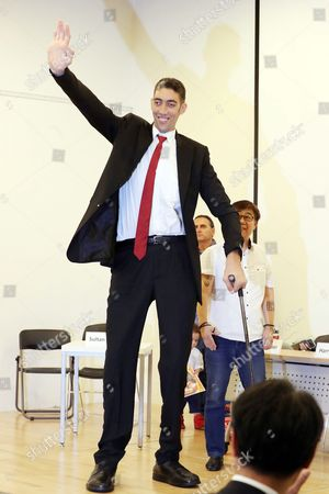 The World's Tallest Living Man Living Recognized by Guinness World Records Sultan Kosen From Turkey Waves During a Press Conference in Seoul South Korea 08 September 2016 As Part of a Visit with the Great Europe Circus Korea, Republic of Seoul