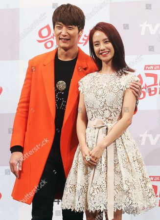 South Korean Actors Song Ji-hyo (r) and Choi Jin-hyuk (l) Pose at an Event in Seoul South Korea 21 January 2014 to Promote the New Tvn Drama 'Emergency Man and Woman ' a Romantic Comedy About a Divorced Couple who Meet Again Later As Interns at the Same Hospital Korea, Republic of Seoul