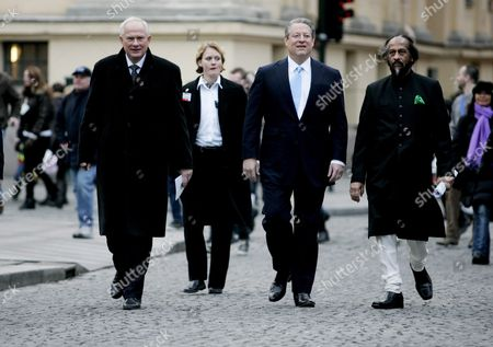 This Year's Nobel Peace Prize Laureates Rajendra Pachauri (r) and Al Gore (2-r) Are Flanked by the Director of the Norwegian Nobel Institute Geir Lundestad (l) As They Head For Oslo's City Hall For the Nobel Ceremony in Oslo Norway 10 December 2007 Former Us Vice President Al Gore and the United Nations (un) Climate Panel Represented by Rajendra Pachauri Share This Year's Nobel Peace Prize and Are Honoured For Their Climate Change Work Norway Oslo