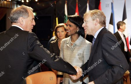 Us Secretary of State Condoleezza Rice (c) is Flanked by British Under Secretary of State Kim Howells (l) and Natos Secretary General Jaap De Hoop Scheffer (r) During the Opening of the Nato Foreign Ministers Informal Meeting in Oslo Norway 26 April 2007 Norway Oslo