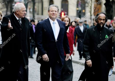 This Years Nobel Peace Prize Laureates Rajendra Pachauri Representing the Ipcc (r) and Former Us Vice President Al Gore (c) Are Flanked by the Director of the Norwegian Nobel Institute Geir Lundestad (l) As They Walk to the City Hall Oslo Norway on 10 December 2007 Prior to the Presentation of the Prizes Norway Oslo