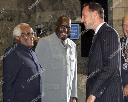 Archbishop Desmond Tutu of South Africa (l) and Former President Kenneth Kaunda (c) of Zambia Share a Light Moment with Crown Prince Haakon of Norway During the Opening of the North-south Forum in the Oslo City Hall Friday 27 August 2004 Norway Oslo