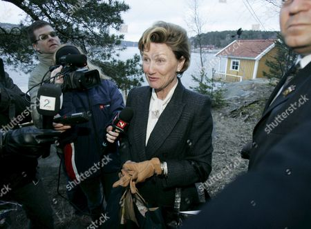 Queen Sonja of Norway (c) Speaks to Media As She Arrives For a Grandmother Visit at Bloksberg the Vacation Home of Princess Maertha Louise and Her Husband Ari Behn on an Island Near the City of Fredrikstad South of Oslo Friday 08 April 2005 Norway's Princess Maertha Louise Gave Birth to Her Second Child Early Friday at Bloksberg the Baby a Girl was Named Leah Isadora Behn Norway Hankoe