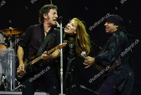 Us Rock Star Bruce Springsteen (l) Performs with His Wife Patty Scialfa (c) and Steve 'Little Steven' Van Zandt (r) For an Audience of Some 40 000 Fans at the 'Valle Hovin' Arena in Oslo Norway on Thursday19 June 2003 Springsteen and His E-street Band Are on 'The Rising' - Tour Across Europe Epa Photo/scanpix Norway/erlend Aas Norway Oslo