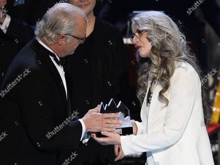 Scottish Percussionist Dame Evelyn Glennie (r) Receives the Polar Music Prize 2015 From Sweden's King Carl Gustaf During the Award Ceremony Held at the Stockholm Concert Hall in Stockholm Sweden 09 June 2015 Sweden Stockholm