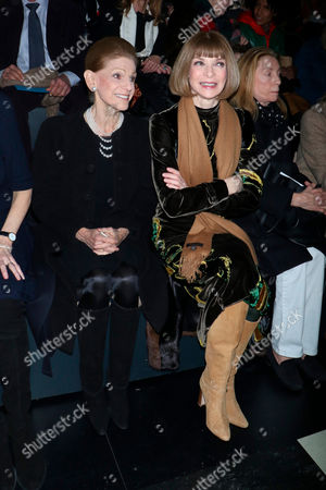 Annette de la Renta and Anna Wintour in the front row