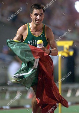 Budapest Hungary - Portuguese Antonio Pinto Celebrates with His Country Flag After Winning the Mens 10 000m Final at the European Athletics Championships in Budapest 18th August 1998 Epa-photo/epa/anja Niedringhaus/nie/gh/ow  Hungary Budapest