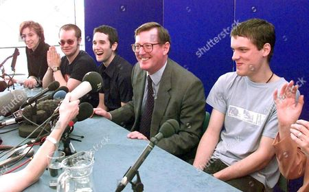 Belfast Northern Ireland : Ulster Unionist Leader David Trimble Jokes at a Press Conference with the Northern Ireland Pop Group Ash Campaigning For a Yes Vote in 22 May Referendum (from L) Charlotte Hatherley Rick Mcmurray Tim Wheeler David Trimble and Mark Hamilton
